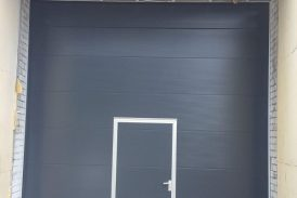 Vartų spalva pilka RAL7016 - apdaila Macrorib